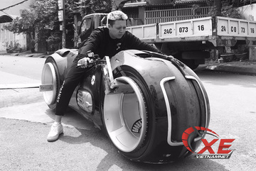 """Đức Tào Phớ: """"Lái siêu môtô Tron Light Cycle không khó như mọi người tưởng"""""""