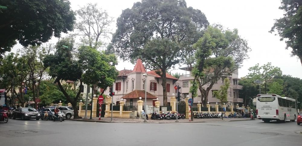 Biệt thự Pháp cổ 2.000 m2 giữa phố lớn Hà Nội của tập đoàn Bầu Thụy