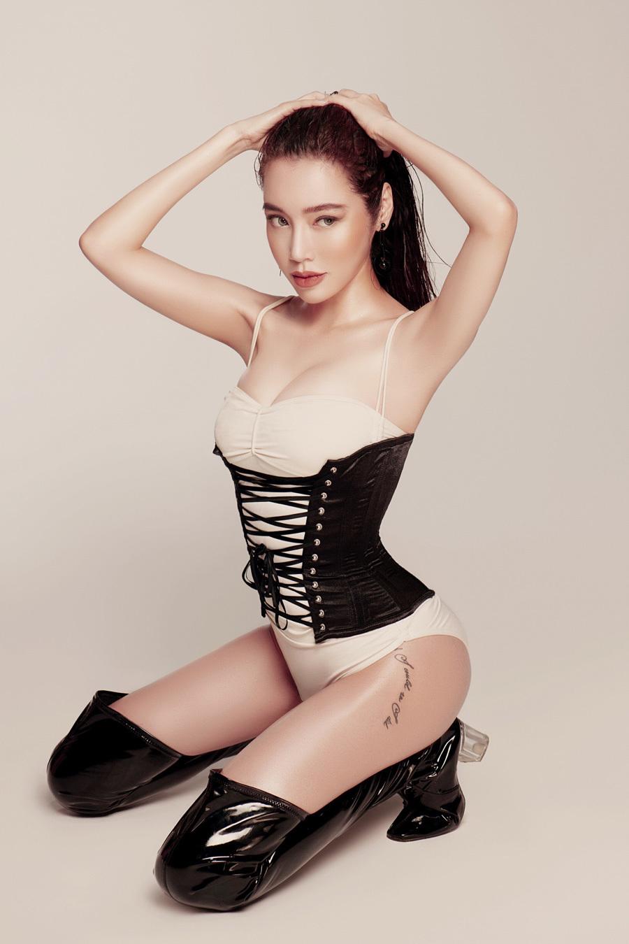 Elly Trần tung bộ ảnh nóng bỏng khoe vòng eo 56cm