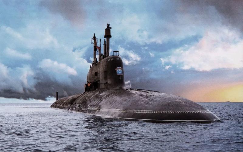 Tàu ngầm quái vật của Nga khoe uy lực sấm sét trên biển