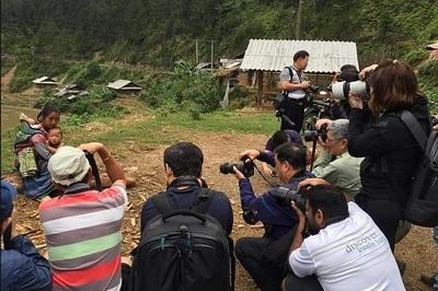 Sự thật sốc sau bức ảnh mẹ Việt ôm con đoạt giải quốc tế