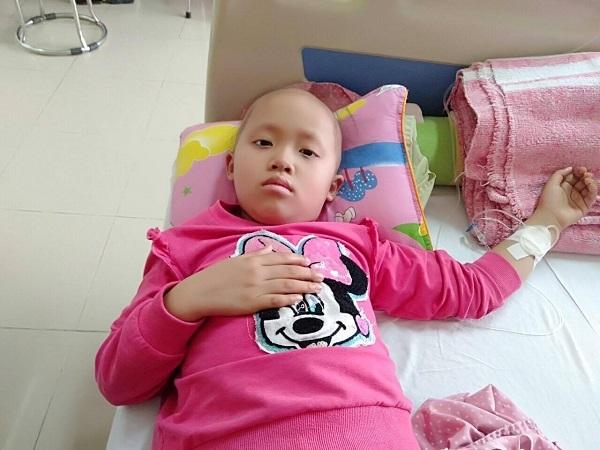 Con gái héo mòn vì ung thư, cha mẹ nghèo xin cứu