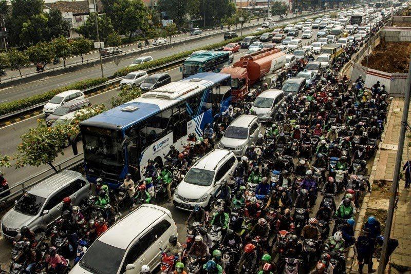 'Đặc sản' không cấm xe máy, đường phố vỡ trận kinh niên