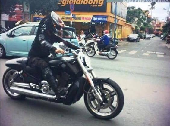 """Chơi xe ngông, 9x Đức """"Tào Phớ"""" dị nhất Việt Nam"""