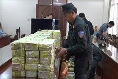 Khám xét nhà 2 đối tượng trong vụ bắt ma túy khủng ở Sài Gòn