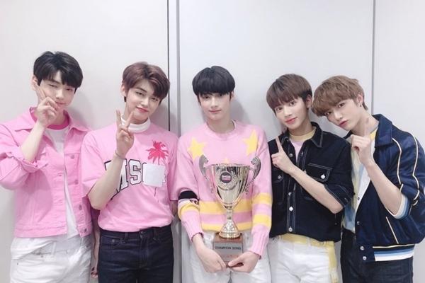 Sao Hàn,Yong Junhyung,Jung Joon Young,Momoland,iKON,TWICE,Lee Minho,Kwon Hyun Bin,Kpop
