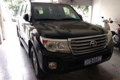 Hơn 1 năm rao bán, xe biển xanh 80A doanh nghiệp tặng Nghệ An vẫn không có người mua