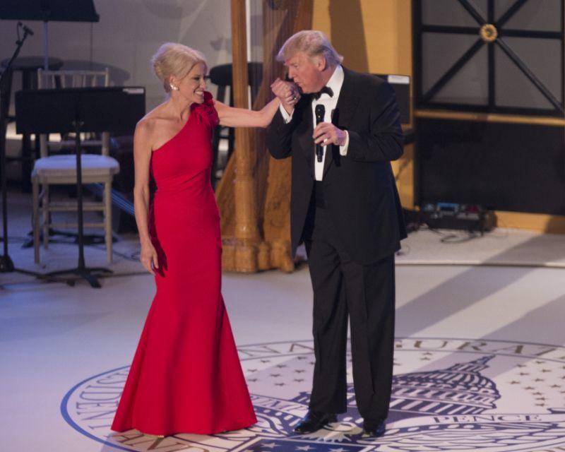 Ông Trump chê bạn đời của trợ lý là 'gã chồng địa ngục'