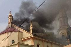Hà Tĩnh: Cháy lớn tại nhà thờ Thọ Vực