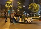 Hà Nội: Va chạm giao thông, tài xế ô tô đâm thủng bụng nạn nhân