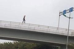 Cô gái ngoại quốc khỏa thân rơi từ cầu vượt xuống đất đã tử vong