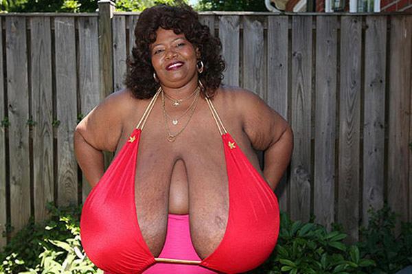 Người phụ nữ kiếm tiền tỷ nhờ bộ ngực tự nhiên lớn nhất thế giới
