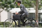 Cấm xe máy, đi xe đạp có được không?