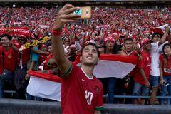 """U23 Indonesia nhận tin sét đánh: FIFA cấm """"sát thủ"""" Ezra Walian"""