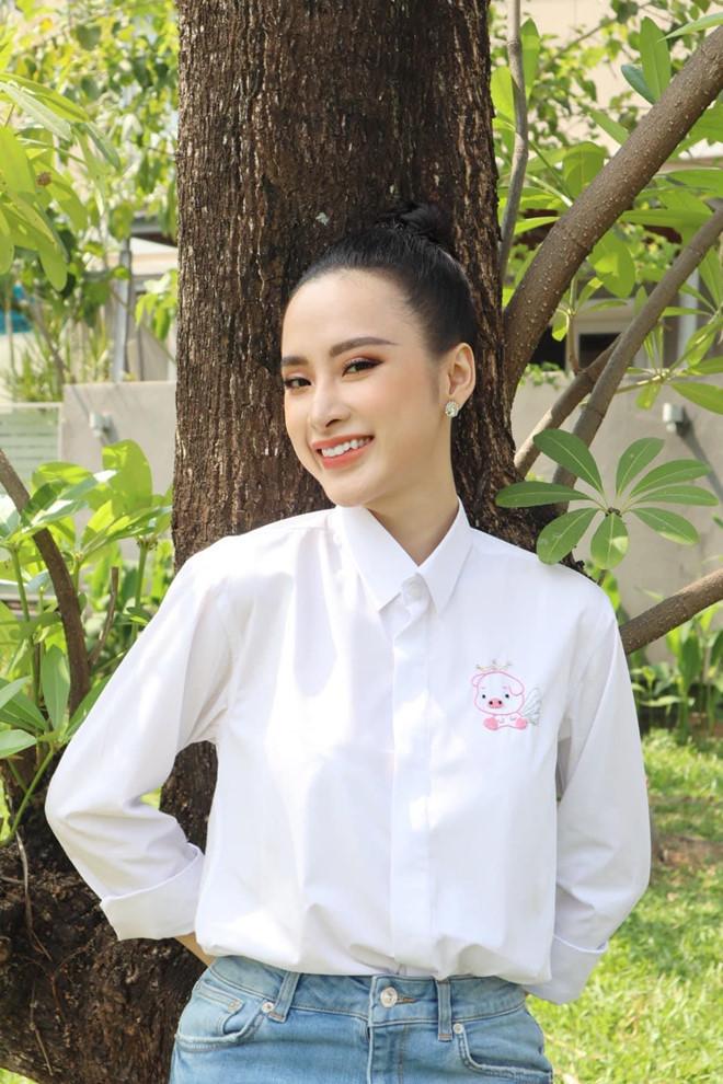 Angela Phương Trinh ăn chay trường, đi chùa tụng kinh, không khoe thân