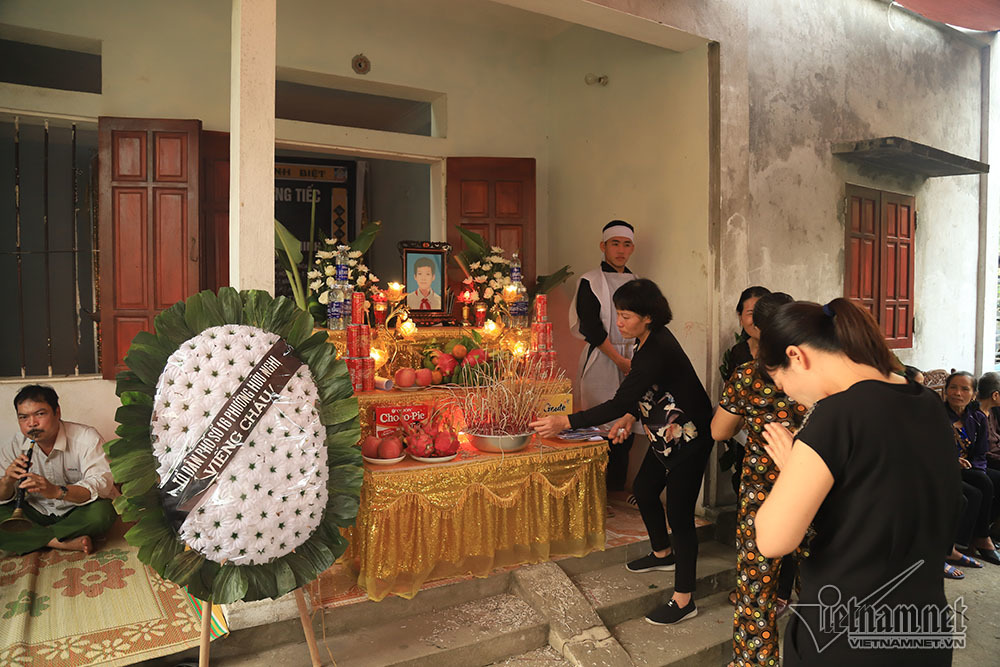 Căn nhà nghèo, đám tang em Nguyễn Bình Minh thưa vắng