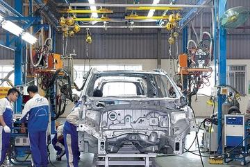 """Không đổi chính sách, ô tô sản xuất trong nước sẽ """"teo dần"""""""