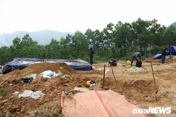 Hình ảnh điêu tàn ở thủ phủ vàng Bồng Miêu