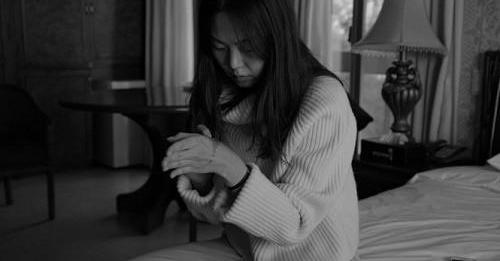 Minh tinh giật chồng không dám về nước quảng bá phim