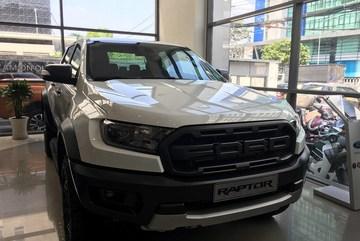 Xe bán tải giảm kỷ lục tới 100 triệu đồng