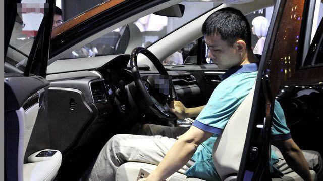Tiêu thụ xe hơi tăng mạnh, nội địa hóa vẫn... 'đì đẹt'