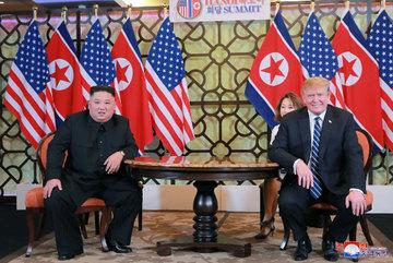 Ông Trump bất ngờ rút lệnh cấm vận mới với Triều Tiên