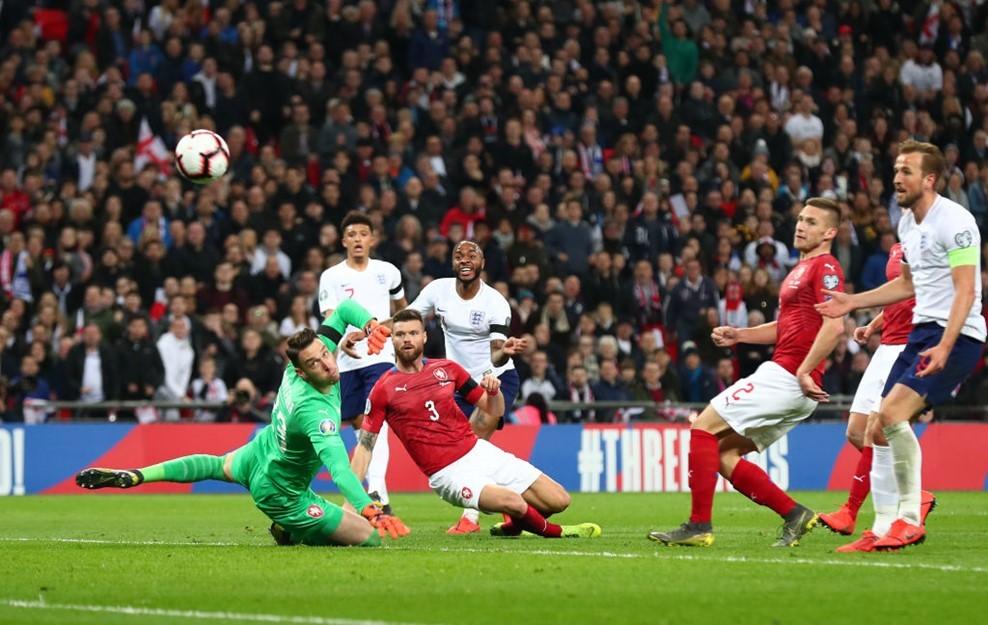 Sterling 'nổ' hat-trick, tuyển Anh vùi dập CH Séc