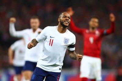 """Sterling """"nổ"""" hat-trick, tuyển Anh vùi dập CH Séc"""