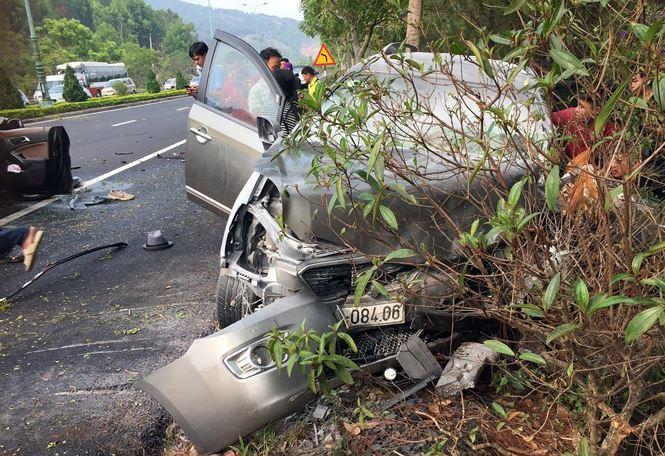 Hai ô tô tông trực diện trên cao tốc, 4 người thương vong