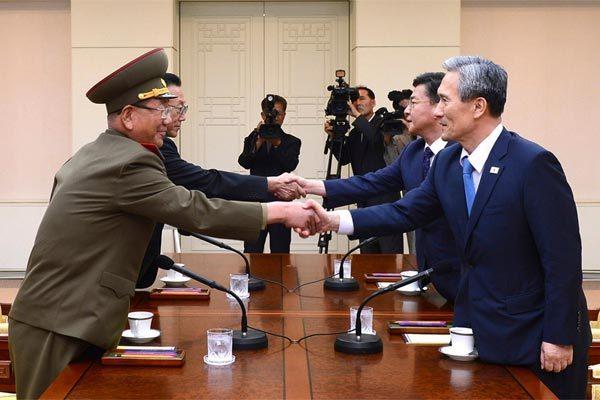 Hàn Quốc họp khẩn, đề nghị đàm phán quân sự với Triều Tiên