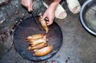 Thịt chuột ngon như phô mai, da trâu thum thủm gây nghiện