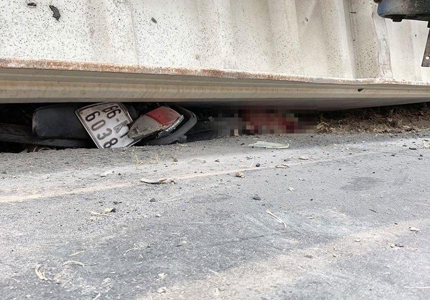 Xe container nổ lốp, rơi thùng đè chết 3 người