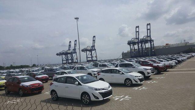 Ồ ạt về Việt Nam, giá xe nhập ngày càng rẻ