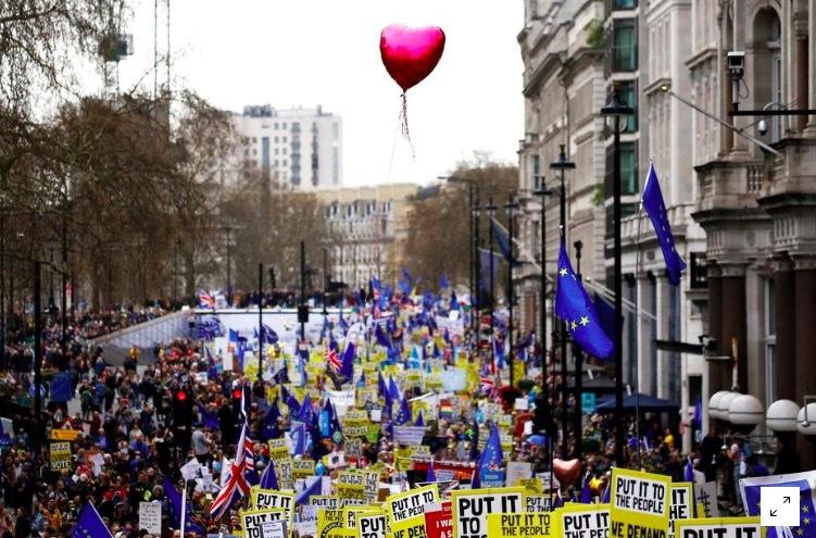 Người biểu tình chống Brexit tràn ngập London, đòi bỏ phiếu lại