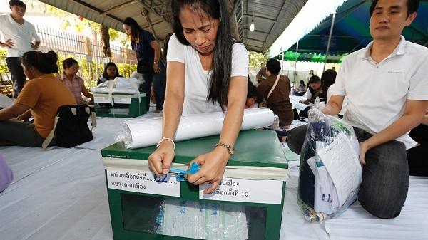 Cử tri Thái Lan ùn ùn về quê bỏ phiếu