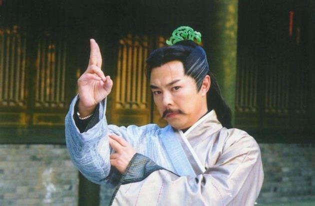 Đời tư bê bối của 'Dương Tiêu' có cảnh hôn gây tranh cãi nhất Ỷ Thiên Đồ Long ký