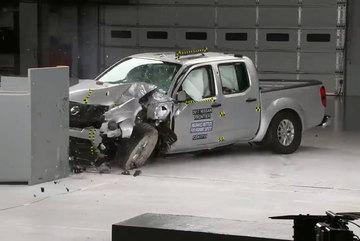 Xe bán tải có thực sự an toàn cho hành khách ngồi bên trong?