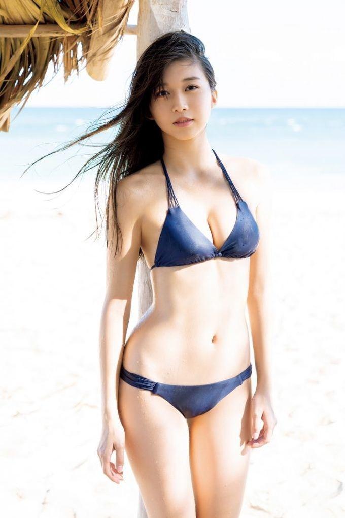 Sao 18 tuổi Nhật Bản gây sốt với sách ảnh bikini nóng bỏng