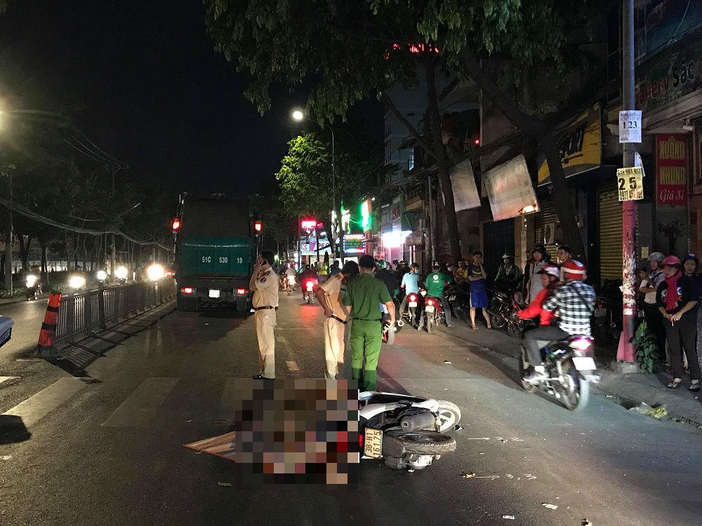 Xe chở rác cán chết người trên phố Sài Gòn