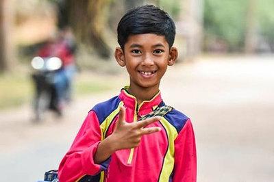 Cậu bé Campuchia có thể nói 16 ngôn ngữ khác nhau