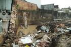 Bố đào mương, tường bao đổ sập đè chết con gái 8 tuổi