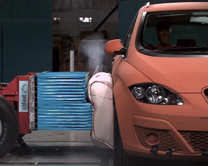 Ô tô sẽ có túi khí bên ngoài thân xe