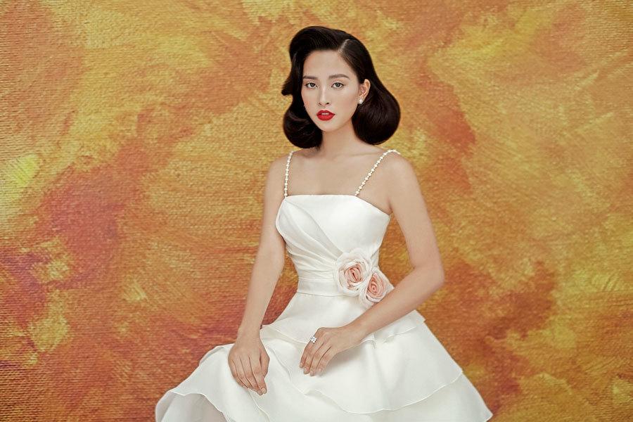 Hoa hậu Tiểu Vy lấp ló ngực đầy với đầm cắt xẻ