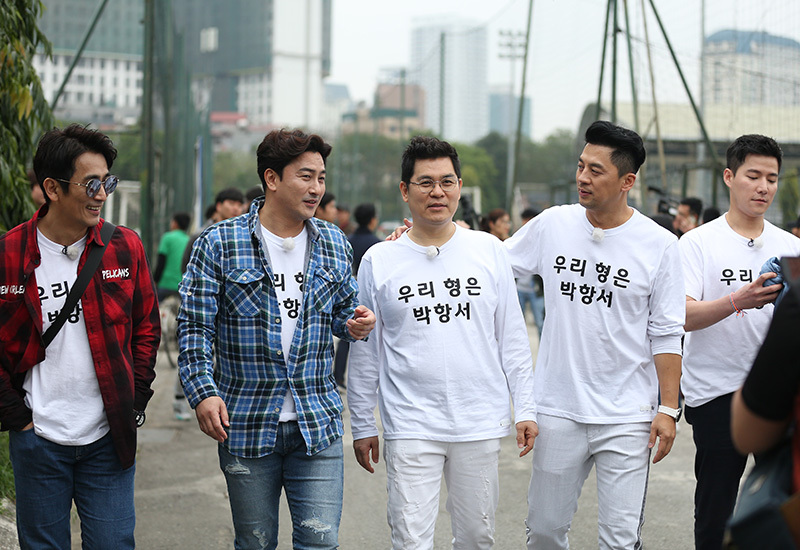 Dàn diễn viên 'nam thần' Hàn Quốc cổ vũ thầy Park