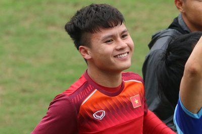 Bùi Tiến Dũng, Quang Hải tươi rói chờ đấu U23 Thái Lan