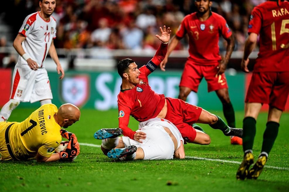 Ronaldo mất hình, Bồ Đào Nha chưa biết mùi chiến thắng