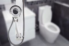 Mẹo đơn giản để phát hiện camera quay lén giấu trong phòng khách sạn