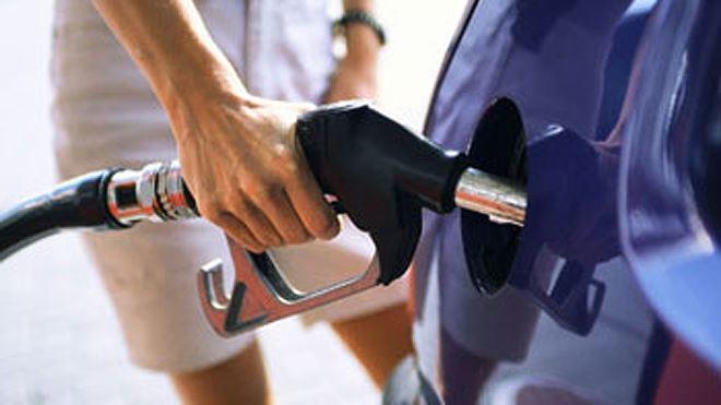 Đổ xăng đầy bình là dại, mẹo nhỏ để biết cách đổ xăng chuẩn giá