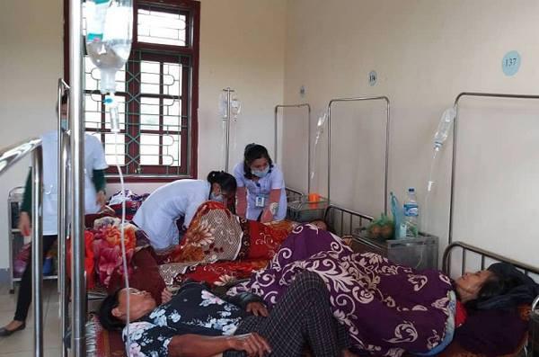 Hàng chục người ngộ độc phải nhập viện sau khi ăn giỗ