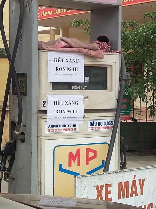 Nhiều cây xăng Hà Nội báo hết hàng, ngừng bán xăng RON 95